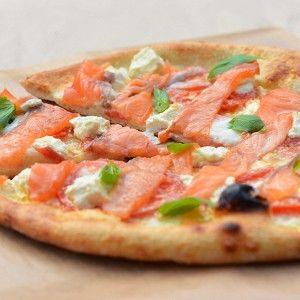 Пицца с филадельфией и маринованным лососем