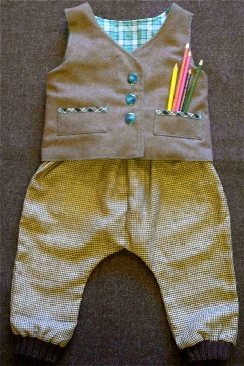 Ensemble pantalon de golfeur a petit carreaux avec son gilet sans manches réversible.Le tout chez Miss grignette au 11 faubourg des balmettes à Annecy.