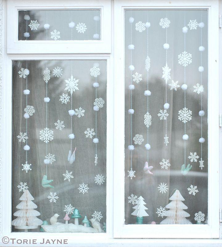 Новогодняя гирлянда-штора «Снег» (из помпонов)