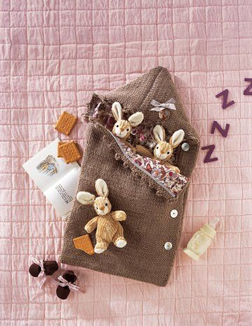 Nid d'ange tricoté en laine et alpaga doublé de Liberty à l'intérieur pour garder bébé au chaud