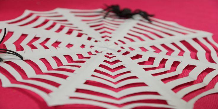 Teia de aranha de papel decorativa para festinha de Halloween (Dia das bruxas)
