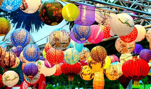 Paper Lanterns with Lights That Will Impress. Site: Project Fellowship