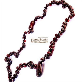 This premium amber necklace comes in dark cherry and features a large amber piece as the pendant at the front. Amber beads are finished in a polish compared to the standard bud range. The amber necklace is approx 50 cm in length. Bambeado amber is genuine baltic amber.     The Bambeado comes together with a plastic screw clasp. While Bambeado amber comes in several colours, the colour is just a matter of personal choice.