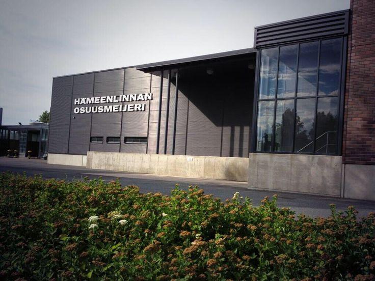 Hämeenlinnan Osuusmeijeri on pitkäaikainen yhteistyökumppanimme. Yhdessä muiden yhteistyömeijereidemme kanssa olemme vahva toimija markkinoilla ja luotettava kumppani suomalaisille maidontuottajille,