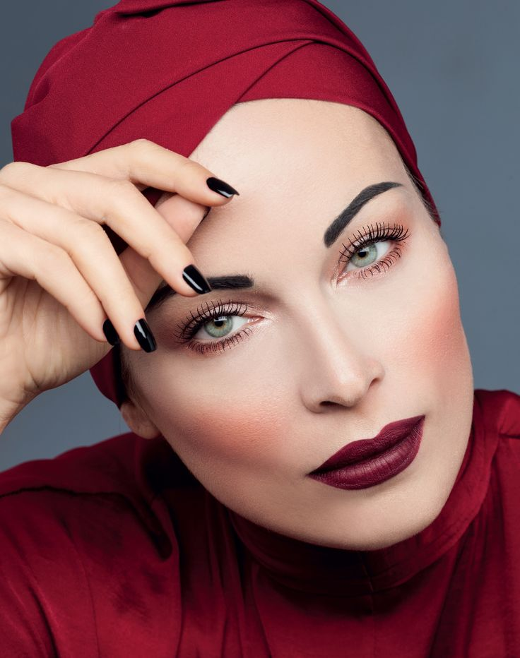 Get inspiration from vintage looks and match dark ruby red on your lips with full shaped eyebrows. #seventeencosmetics #makeup #makeuplook #fall16_17 #makeuptrends #theartofbeauty