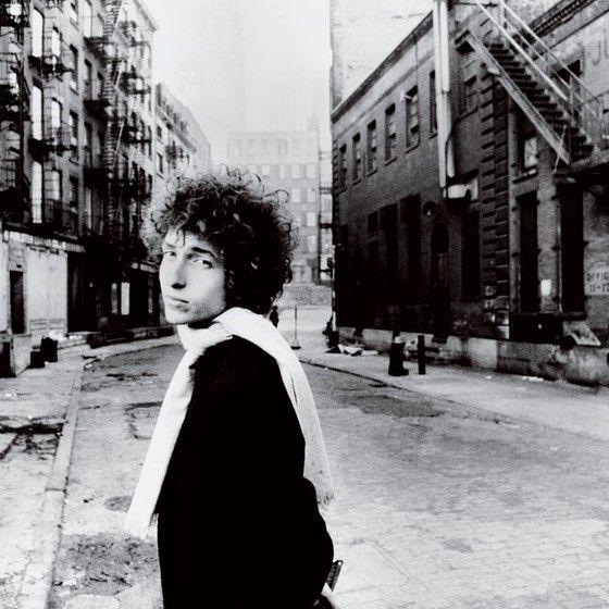 Bob Dylan, em janeiro de 1966. Ele pertence ao restrito clube dos compositores cujos versos são interessantes também numa página (Foto: Jerry Schatzberg / trunkarchive)