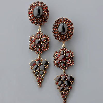 Bohemian Garnet - Influenced by the Neoclassical and Biedermeier styles, finger rings featured a combination of garnets and rock crystals, citrines, agate and lapis lazuli. Jewels of that period were set with large garnets, multi-faceted rose-cuts, pear-shaped cuts, and navettes. It was the first time for Bohemian garnets to be used in most exquisite jewelry and with decorative details.