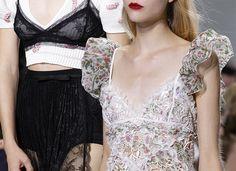 Giambattista Valli Spring/ Summer 2017 Collection - Paris Fashion Week  #PFW #runway