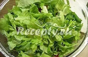 Sýrový salát s jablky a zeleninou