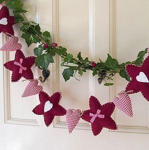 Mooie Kerstslinger. Ook te maken uit Vilt in combinatie met Designvilt.  Kijk voor vilt eens op http://www.bijviltenzo.nl