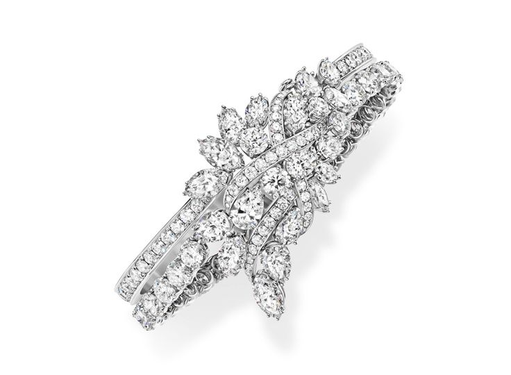 Le bracelet Secret Cluster en diamants d'Harry Winston http://www.vogue.fr/joaillerie/le-bijou-du-jour/diaporama/les-emeraudes-reeditees-d-harry-winston-nouveau-salon-29-avenue-montaigne/21249#!le-bracelet-secret-cluster-en-diamants-d-039-harry-winston