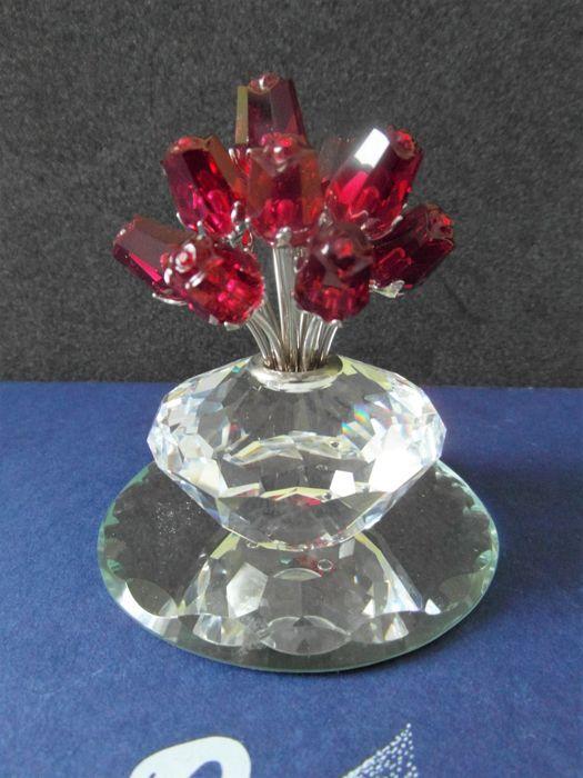 Swarovski - jubileum vaas met rode rozen  Swarovski vaasje met rode rozen is een schitterend stuk dat wordt geleverd met spiegel.Is compleet met doos en certificaat en in uitstekende staat.Hoog 70 mm  EUR 40.00  Meer informatie