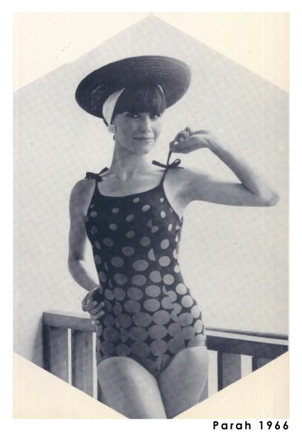 The '60s marked the turning point for fabrics and colors. Here is a period shot from Parah's photographic archive.
