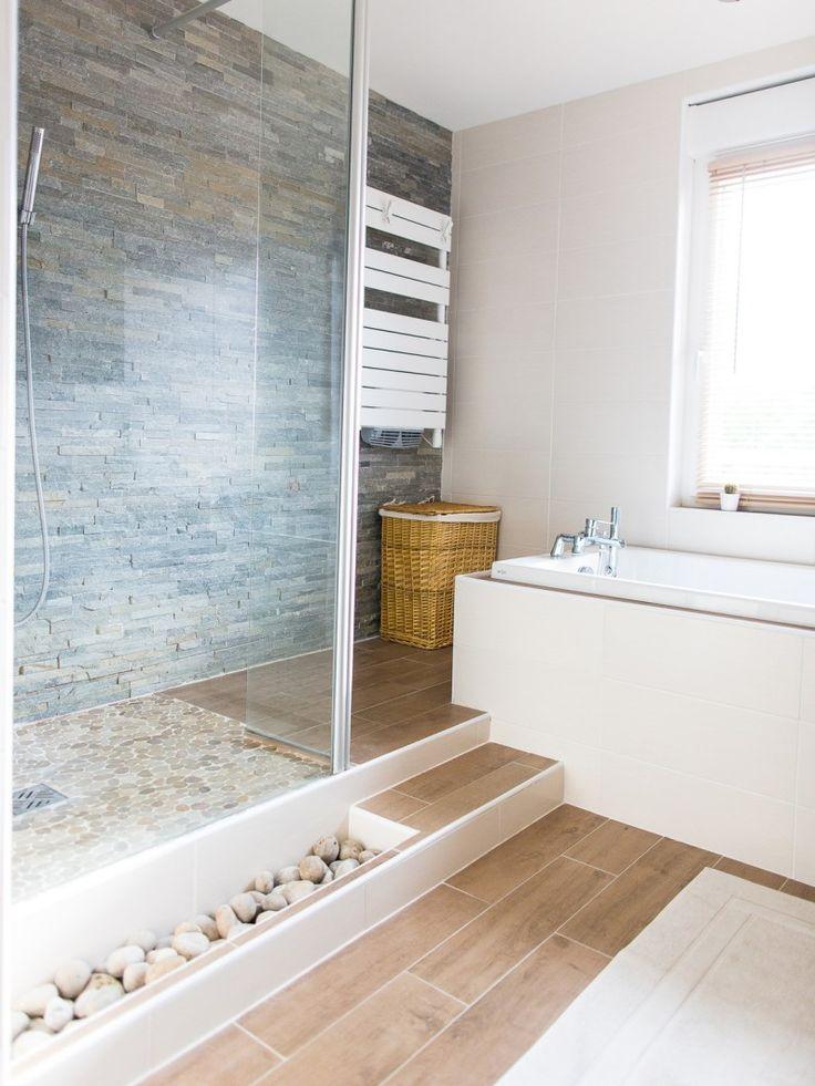 Salles de bains : styles et tendances: ambiance minérale parement pierre et galets