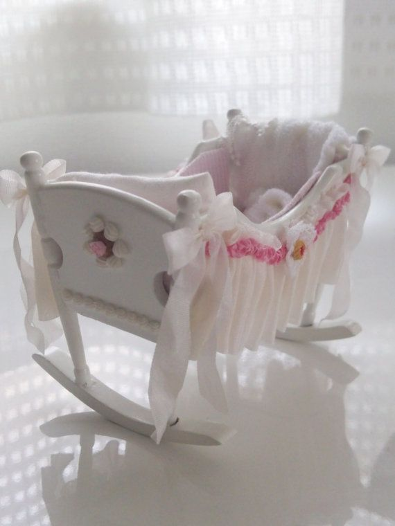 Sweet Dreams/Baby crib https://www.etsy.com/jp/listing/187561607/baby-white-cradle-sweet-dreams-ooak