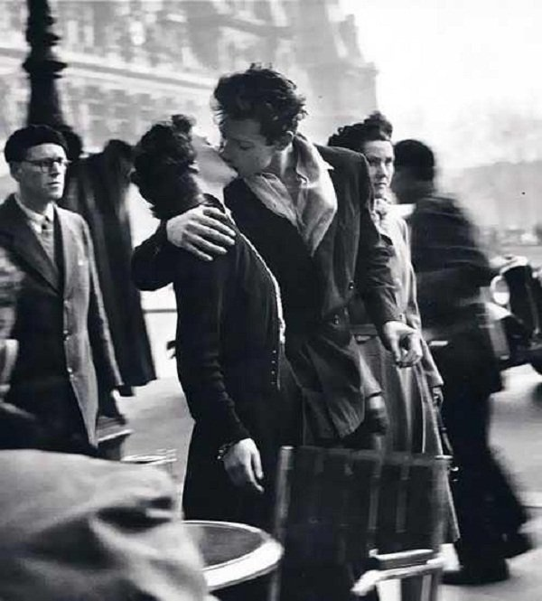 Robert Doisneau ~ Pioneer in photojournalism Kiss by the Hôtel de Ville featured in LIFE