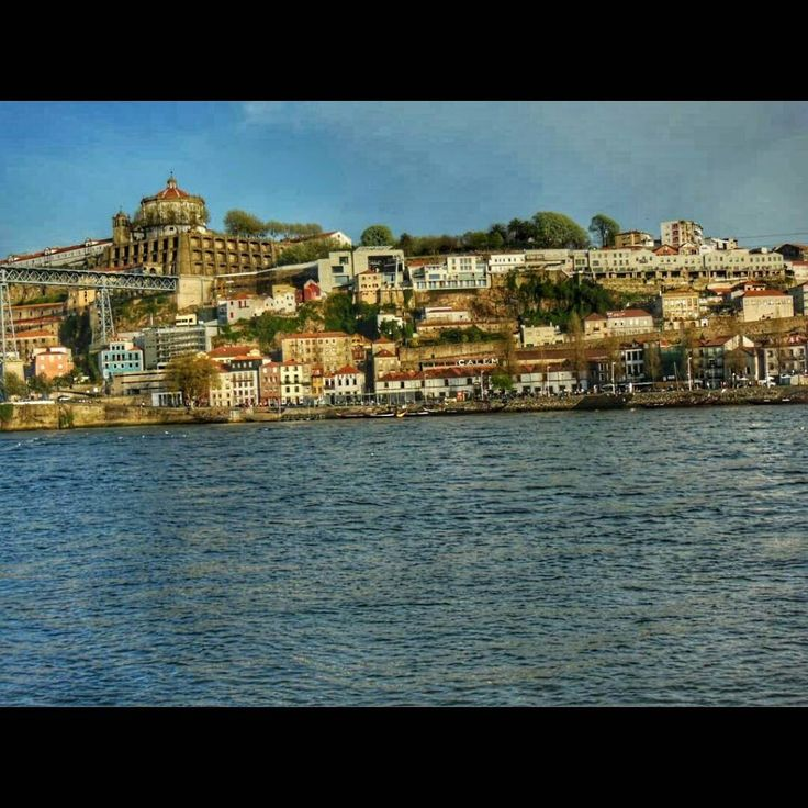 Y la mágica Oporto se despertó ante mí en Portugal http://bit.ly/1YumHsK