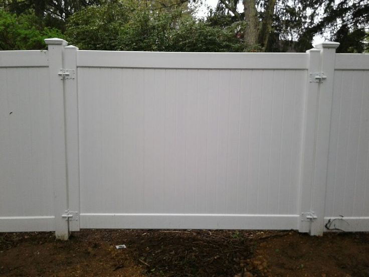 Privacy Fence With A Completely Removable 8 Foot Wide Pvc Panel Installed In Syosset Ny Has Four Latches To Open And Gates Railings Gate