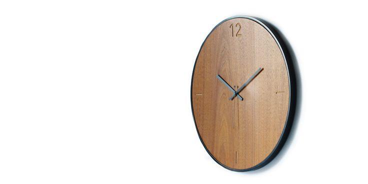 Ρολόγια τοίχου ξύλινα. Wall clock natural walnut 125€ | xline