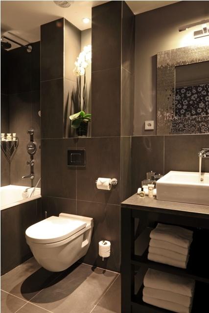 Salle de bain supérieure du New Hotel Roblin  www.clicassure.com Service de comparaison d'assurance indépendant en ligne