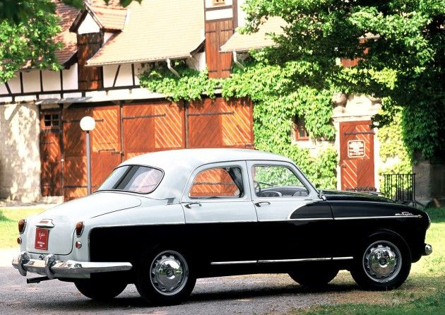 1954 Alfa Romeo 1900 Super Berlina Maintenance/restoration of old/vintage vehicles: the material for new cogs/casters/gears/pads could be cast polyamide which I (Cast polyamide) can produce. My contact: tatjana.alic@windowslive.com