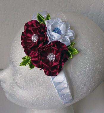 Diadeem met rode en witte bloem
