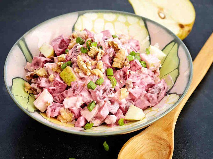 Punajuuri-päärynäsalaatti