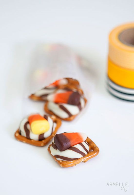 Super easy sweet and salty festive holiday treats ... only three ingredients!  // Armelle blog #Halloween #Thanksgiving #Treat