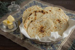 receta de pan roti es un pan plano sin levadura. En su variante más delgada está la chapati. Ambos esenciales en la gastronomía india y pakistaní.  Aunque originariamente se preparaba con harina integral, en la actualidad lo más frecuente es prepararlo con harina de trigo.