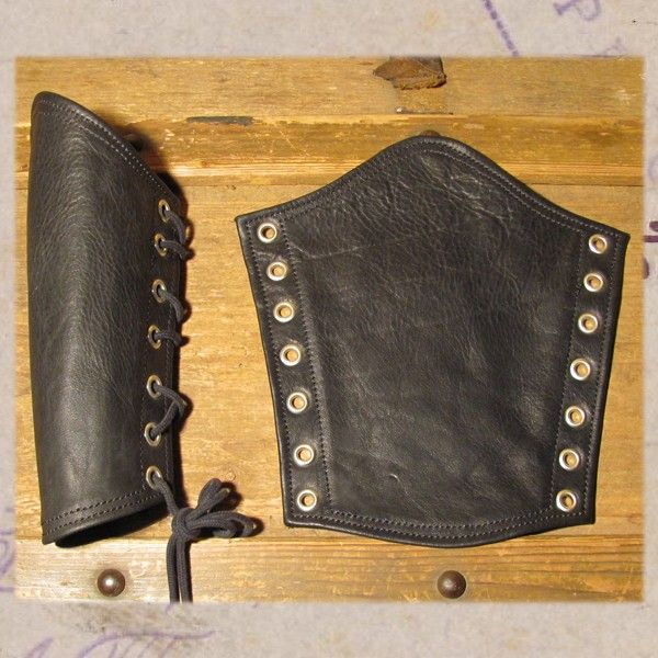 Leather gauntlets curvedStandard without D-ring, the stitching can be in black, red or white. Made of thick suplle cow hide, fully lined with suede, about 23 cm. (9 inch) long on the curved side, innerarm is about 16 cm. ( 6.5 inch). Width on the bottom is about 15 cm (6 inch), on top 23 cm. (9 inch). Allow a small gap (2/3 cm, 1 inch) at the laced side to make sure it does not turn