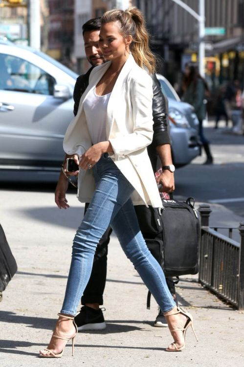 "vogue-i-s-my-religion: "" daily–celebs: ""  4/21/15 - Chrissy Teigen out in NYC. "" Vogue-i-s-my-religion.tumblr.com "" Celebs, fashion and models. X"