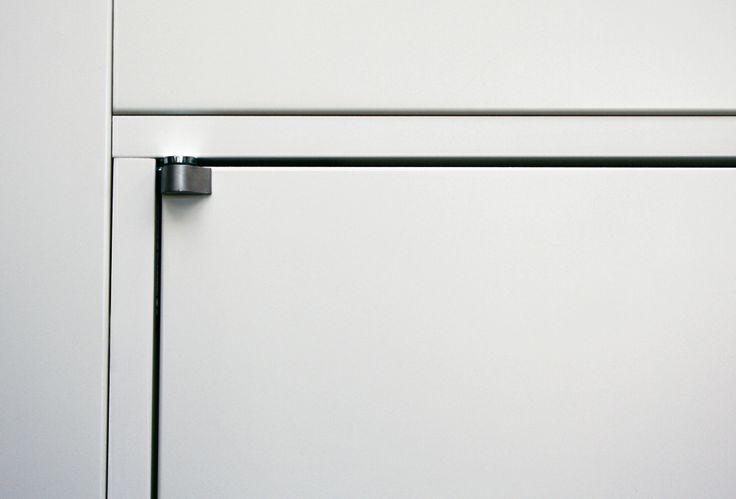 FBP porte | Collezione OLIVIA Dettaglio telaio interno con cerniera a bilico #fbp #porte #legno #door #wood #varnished #interiors