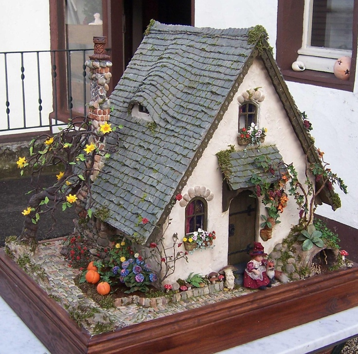 My privat Storybook Cottage done in Rik Pierce class. All flowers done by Jeannette Buchholz