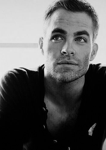 Chris Pine.. jesus joseph & mary he's perfect!...