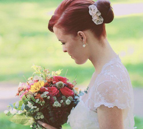 Real bride Mirka and our vintage lace hair comb.