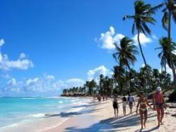 La playa número 1 en toda República Dominicana el Playa Punta Cana, que se compone desde cap cana, cabeza de toro, arena gorda, macao y uvero alto, y todas estas están ubicadas al este del país. Miles de personas eligen esas playas paradisíacas de kilómetros y kilómetros de arena blanca