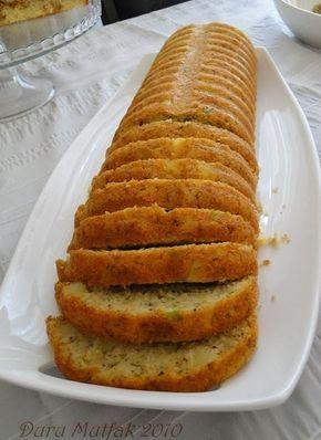 Tuzlu Kek Malzemeler; 3 yumurta 1 tatlı kaşığı tuz 1 su bardağı yoğurt 2 adet orta boy patates 2 adet yeşil biber 1 çay bardağı beyaz pey...