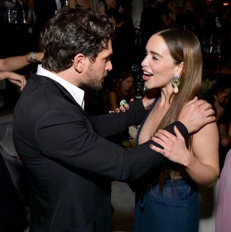 kit Harington and Emilia Clarke at Emmy's   Emilia clarke ...
