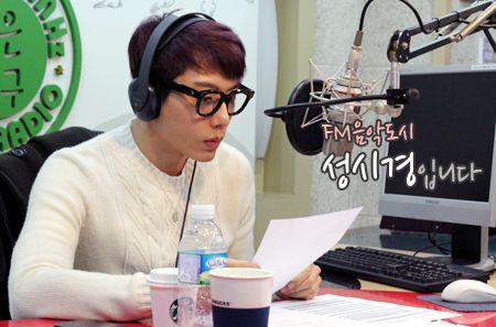 Hari Pertama Siaran Di Radio FM4U MBC   dunia Park Hyo Shin