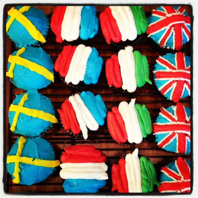 Cupcakes for my brother's welcome home party after his trip to Europe