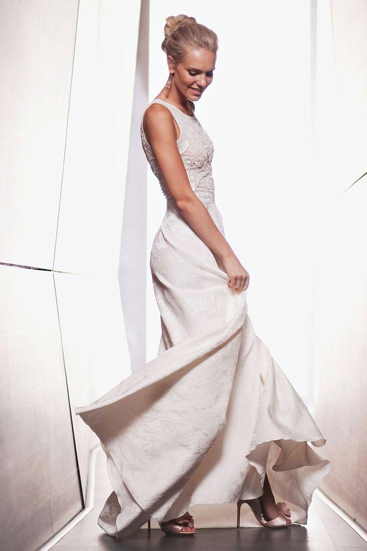 Свадебное платье Camilla от www.bohemian-bride.com Свадебное платье | Бохо | Богемный шик | Cвадьба | Невеста | Кружевное | Открытая спина | Дизайнерское | Прическа невесты | Свадебный образ | Свадебная прическа | Bohemian Bride | InVogue | Макияж | Осенняя | Пучок | Белое | Венчальное | Образ | Прямое | Badgley Mischka