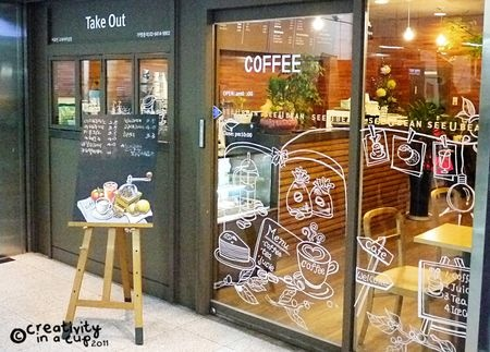 i like cute korean cafes.. there's something about their style and design