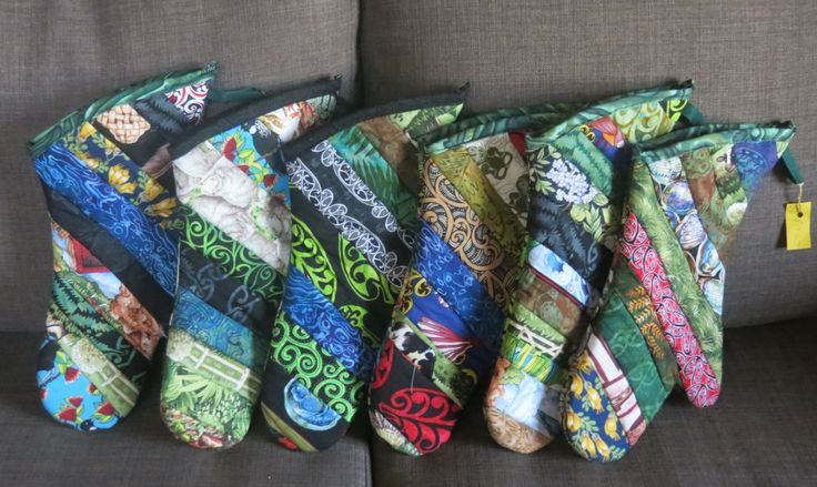 A line up of oven gloves using my scraps  of NZ fabrics.