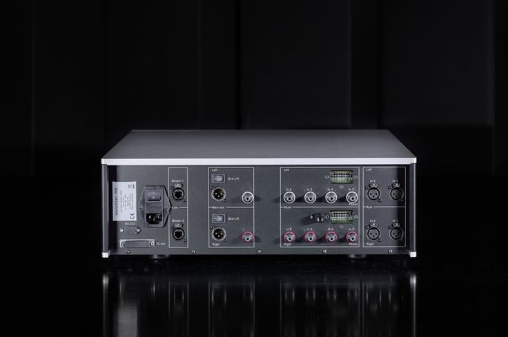 Soulution 725 PREAMP Music signals gets the fastest travel time from input to output, and slew rate of only 400 ns....