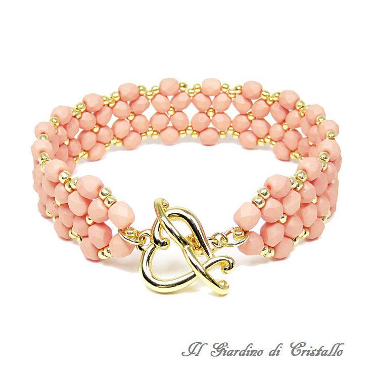 Bracciale a fascia con mezzi cristalli rosa pesca e perline oro fatto a mano - Giacinto, by Il Giardino di Cristallo, 19,90 € su misshobby.com