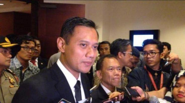 """Legowo Agus Yudhoyono Ucapkan Selamat kepada Anies dan Ahok  KONFRONTASI - Agus Yudhoyono mengakui kekalahannya di Pilgub DKI 2017. Dia lalu mengucapkan selamat ke pesaingnya.  """"Saya dan Ibu Sylvi mengucapkan selamat ke pasangan calon nomor urut 2 Basuki-Djarot dan pasangan nomor urut 3 Anies-Sandi"""" kata Agus dalam jumpa pers di Wisma Proklamasi Jakarta Pusat Rabu (15/2/2017).  Agus mengaku sudah menelepon Ahok dan mencoba menghubungi Anies namun belum berhasil. Dia juga menitipkan pesan…"""