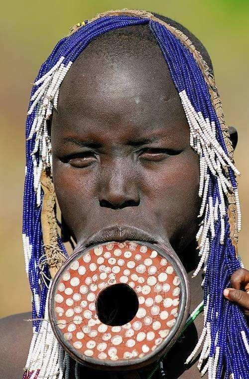 :::: ✿⊱╮☼ ☾  PINTEREST.COM christiancross ☀❤•♥•* :::: Algunas de las tribus africanas más raras. -