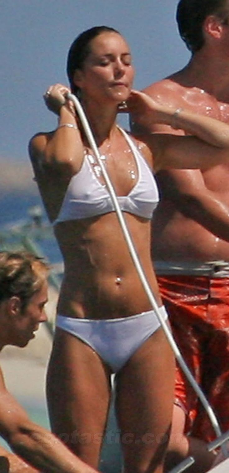 best ideas about kate middleton bikini julie duchess of cambridge kate middleton born 6 jan 1982