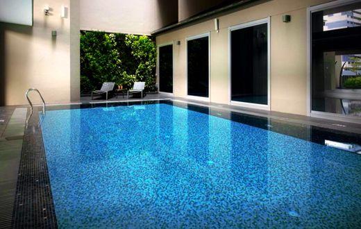 V Hotel Bencoolen - Singapore salah satu hotel dekat Bugis Street dan Stasiun MRT Bugis yang tentunya sangat strategis, disamping harga kamarnya yang relatif murah.