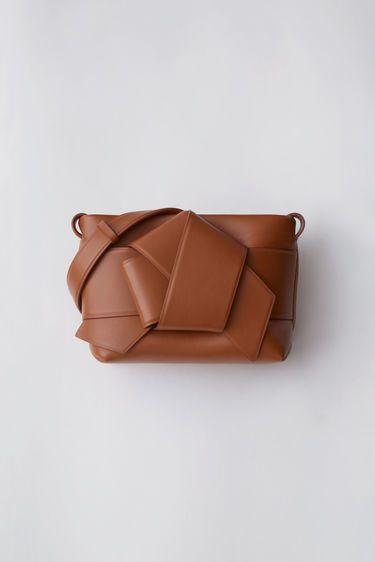 25. Acne Studios - хоть и люблю большие сумки, но маленькую взяла бы такую :)